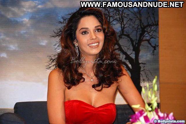 Mallika Sherawat Famous Sexy Nude Scene Showing Tits Actress
