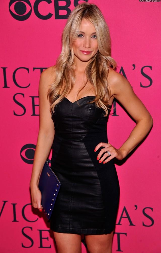 Katrina Bowden Fashion Show Babe Fashion Celebrity Beautiful Posing