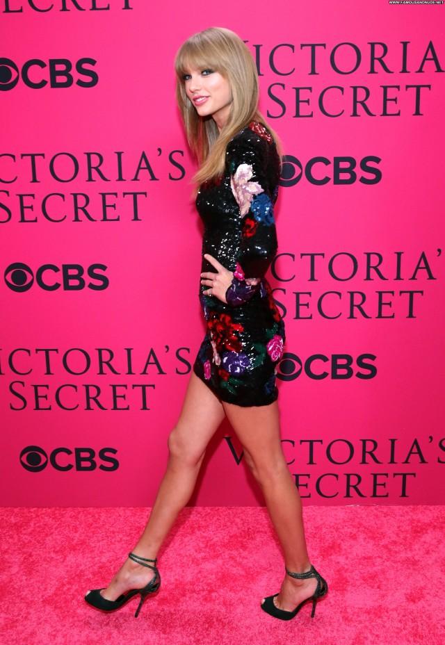 Taylor Swift Fashion Show Beautiful Babe High Resolution Fashion