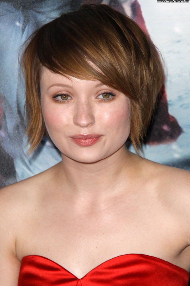 Emily Browning Red Riding Hood Babe Celebrity Beautiful Posing Hot