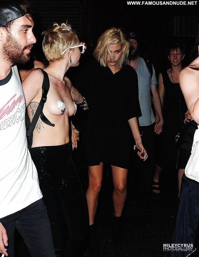 Miley Cyrus Pictures Public Topless Tits Celebrity