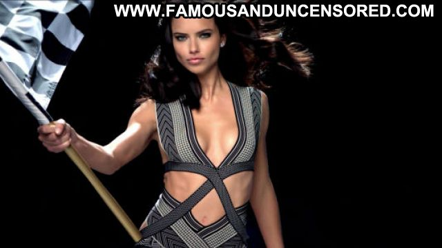 Adriana Lima Latina Hot Celebrity Car Posing Hot Celebrity Brazil