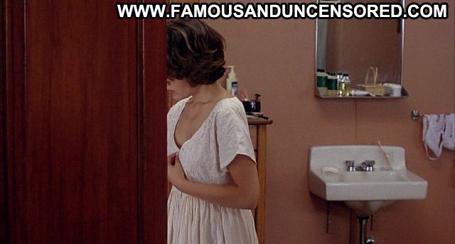 Alyssa Milano Embrace Of The Vampire Bathroom Showing Tits