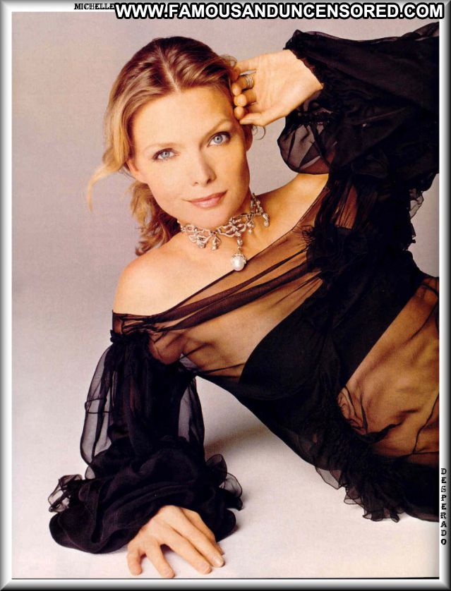 Michelle Pfeiffer Hot Posing Hot Cute Babe Posing Hot Celebrity