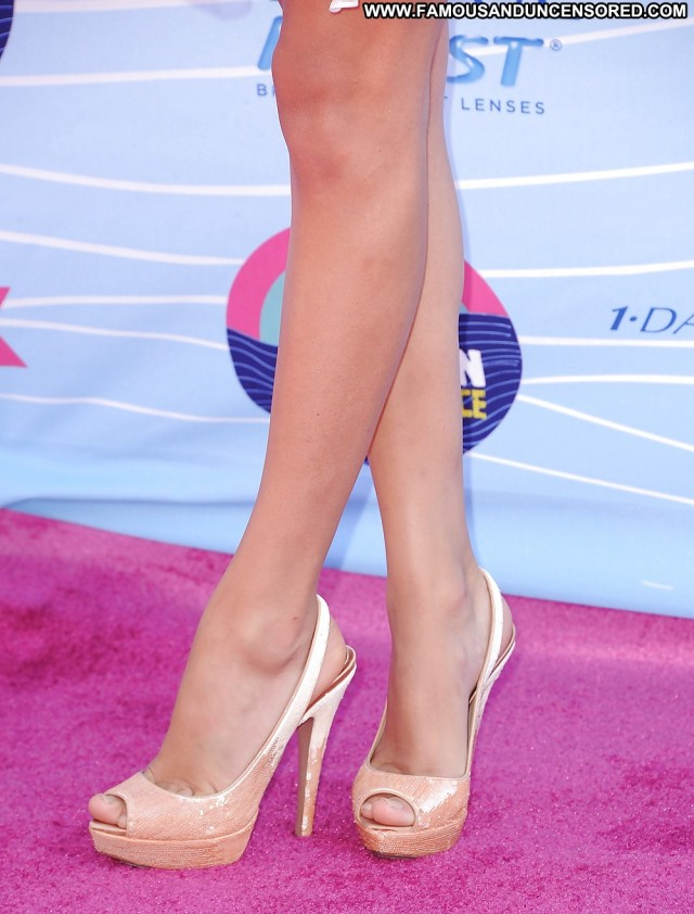 Taylor Swift Pictures Celebrity Babe Blonde Feet Nude Famous Doll