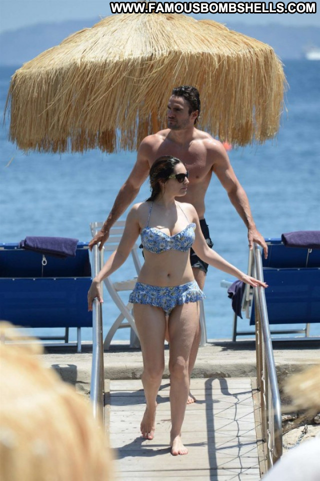 Kelly Brook Candid Bikini Posing Hot Paparazzi Celebrity Candids Babe