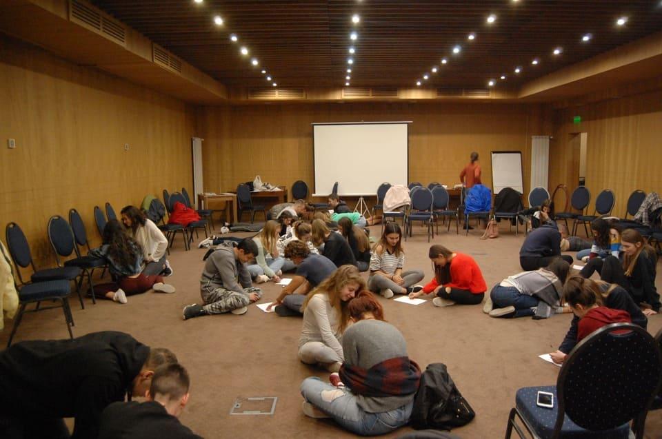 """Игра """"Град"""" по време на изнесен семинар за кариерно ориентиране на учениците от немска гимназия """"Гьоте"""" - Бургас, под ръководството на училищните психолози."""