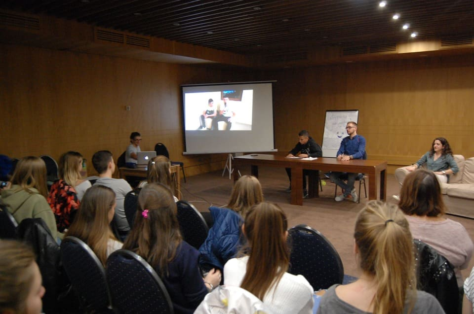Учениците от Немска гимназия Бургас се забавляват в дните на семинара за кариерно ориентиране в гр. Банско 2019 г.