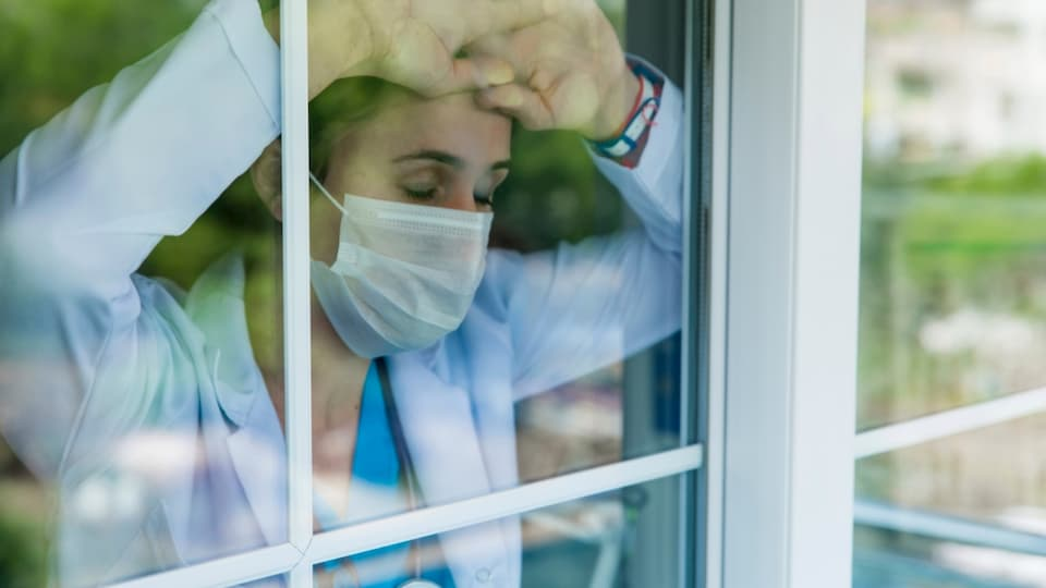 Симптомите на силен стрес са най-разнообразни: потиснатост, тревожност, отпадналост и др.