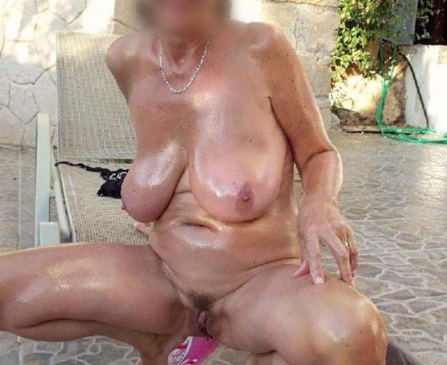 Epouse perverse de 54 ans à utiliser entre amis pour gangbang (dep 69)