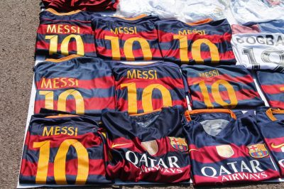 Barcelone - port vell - Vente maillot Messi