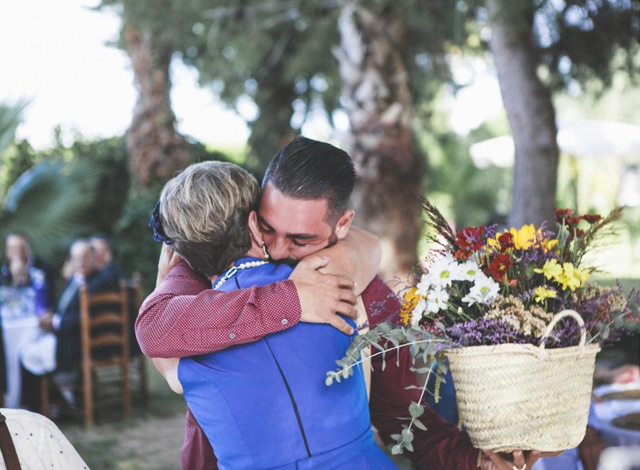 42 madre regalo flores color novio abrazo amor