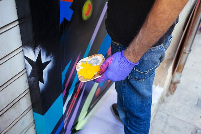 pintura en la entrada del estudio