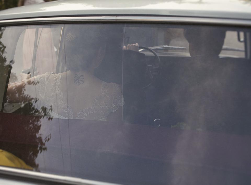 novia en coche de boda