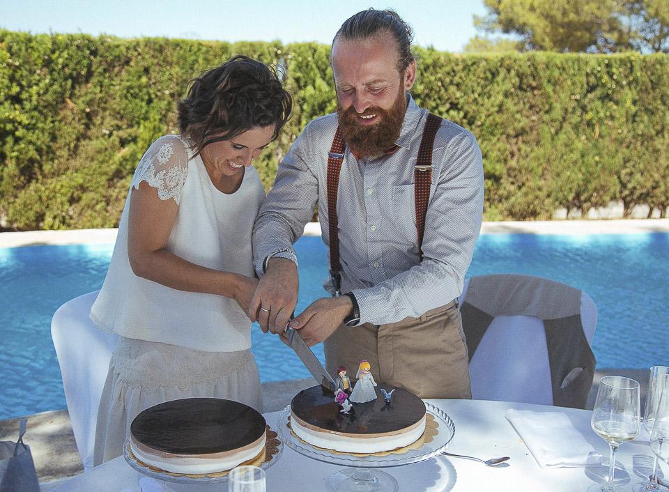 115 novios cortando tarta
