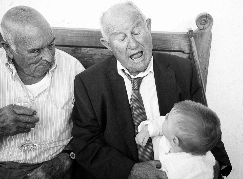 26 abuelos jugando con niños
