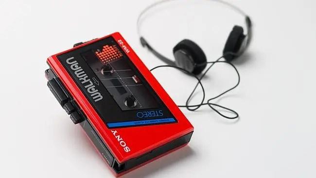 86/472-1:2 Sony Walkman cassette player, Japan, [1984] (with earphones)