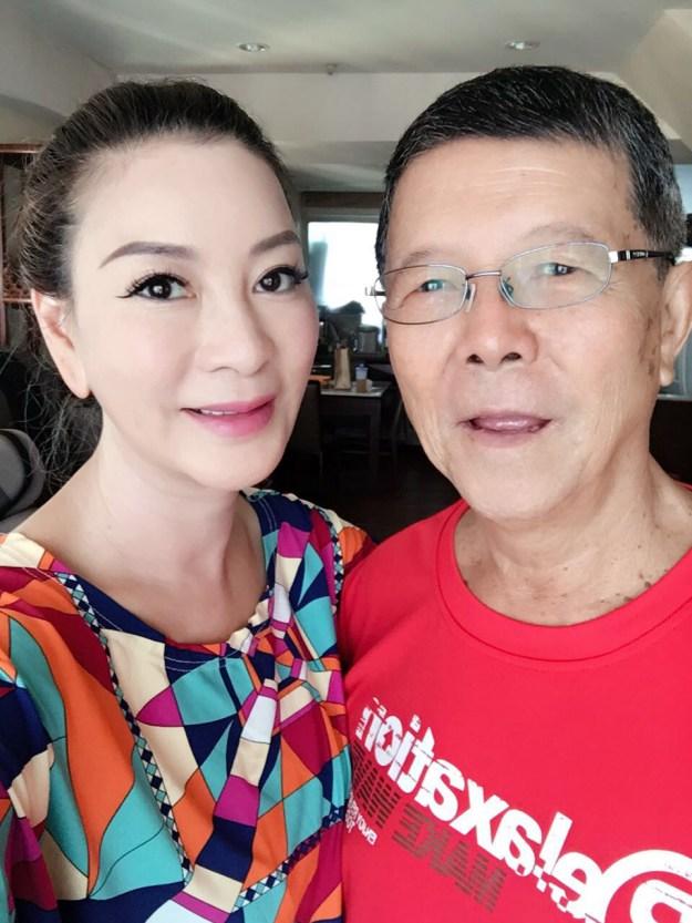 楊繡惠與父親阿西提前歡度父親節