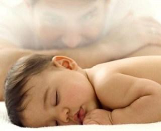 bayi tidur lucu