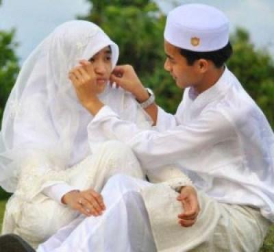 Foto Pre Wedding muslim unik aneh outdoor terbaru