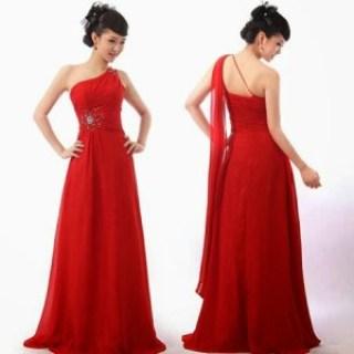 Cantik dengan gaun merah