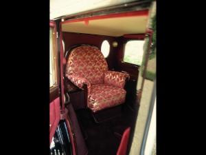 1930-Mercedes-Benz-Nurburg-460-Popemobile-Throne-chair-1920x1440