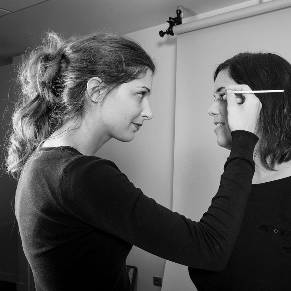 Maquillage d'une femme entrepreneur à clermont-ferrand