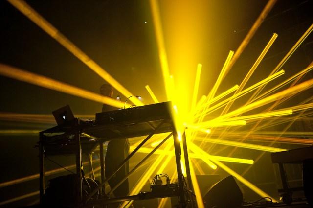 Photographie du concert du groupe vitalic à clermont-ferrand pendant le festival europavox. Image d'un photographe professionnel d'événementiel et de concert à clermont-ferrand.