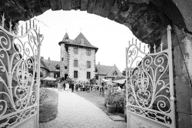 Mariage au château de vixouze dans le cantal.