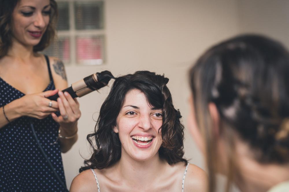 Préparatifs de la mariée : coiffure.