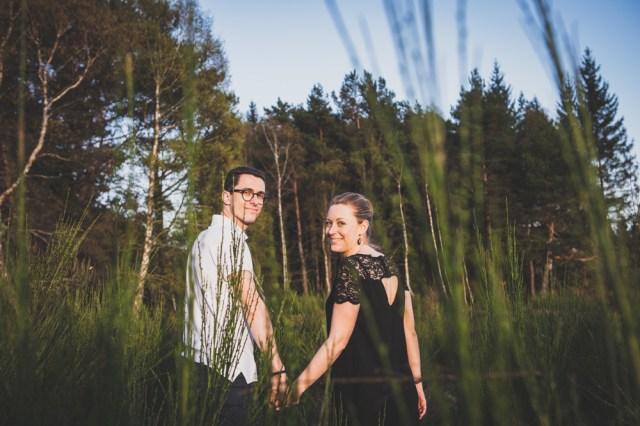 séances photo dans la nature en auvergne, pres des volcans, d'un couple avant leur mariage