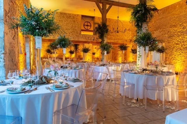 Décoration d'une salle de mariage par charles design au château le sallay dans l'allier 03