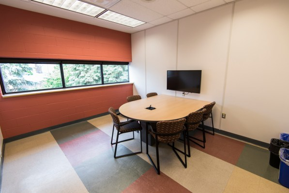 This image showcases how a common study room looks like in various universities and colleges.