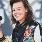 Harry Styles Delivers Kiwi to Fans Waiting in 'SNL'