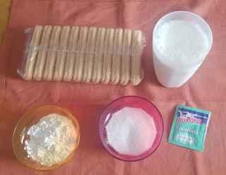Biscotti con crema al latte
