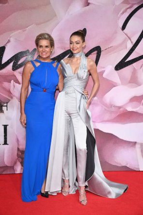 Yolanda y Gigi Hadid @ Fashion Awards 2016