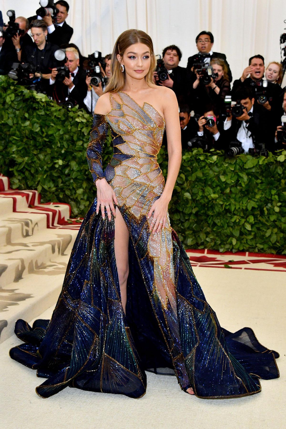 Gigi Hadid (Versace)