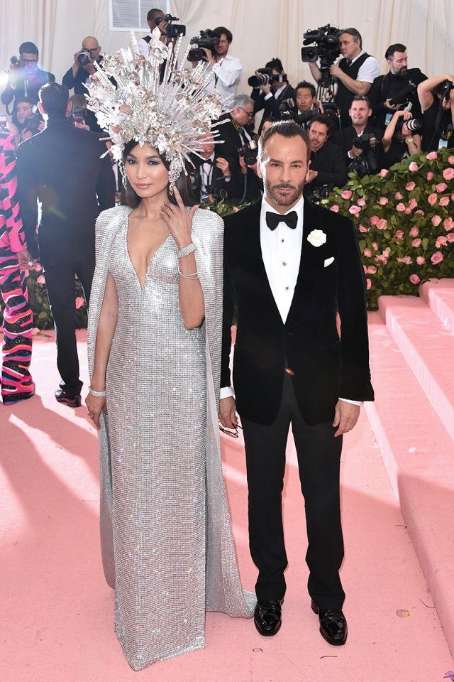 Gemma Chan y Tom Ford