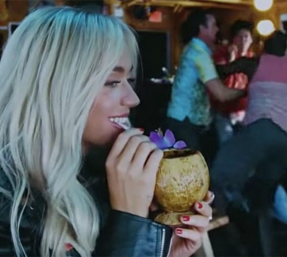 """""""Harleys in Hawaii"""" de Katy Perry"""