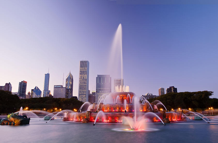 chicago buckingham fountain at twilight abhi ganju 13 Beautiful Fountains Around The World