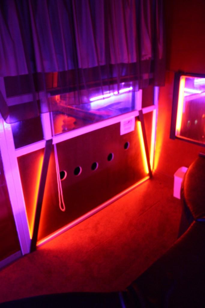 Fantasy Den glory hole room