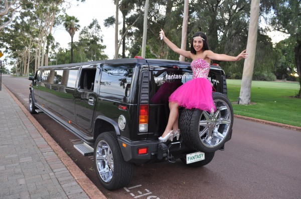 kids-party-in-a-hummer-limo—fantasy-hummer-limos-5