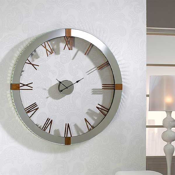 Large Clear Feature Clock
