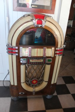 1946 Wurlitzer Jukebox 1015