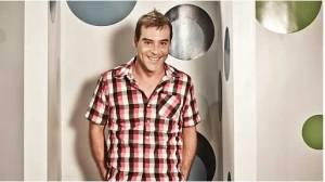 El último pasajero, Canta si puedes, Adolfo Aguilar