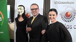 Abre los ojos, Noticiero abre los ojos, Beto Ortiz, Jessica Tapia, Romina Antoniazzi