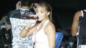 Génesis Tapia , Vernis Hernández