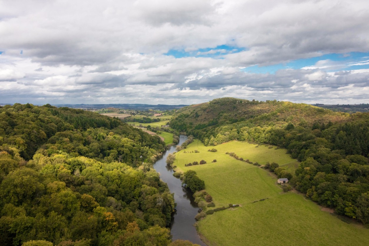 Symonds Yat Rock. Wye Valley. The River Wye. Ross-on-Wye. Views. Trees. River. Green fields. Top 25 Things to Do in Herefordshire