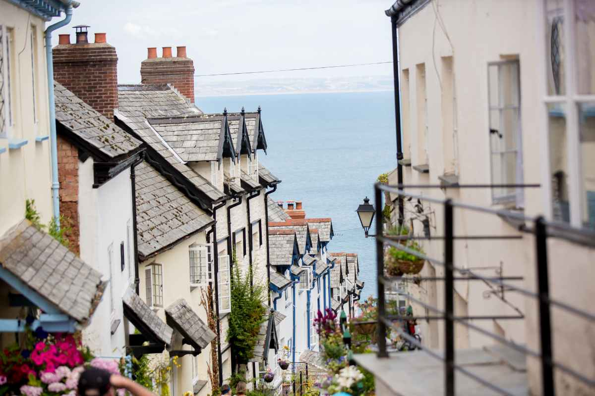 famous-steep-street-in-clovelly-places-to-visit-in-devon