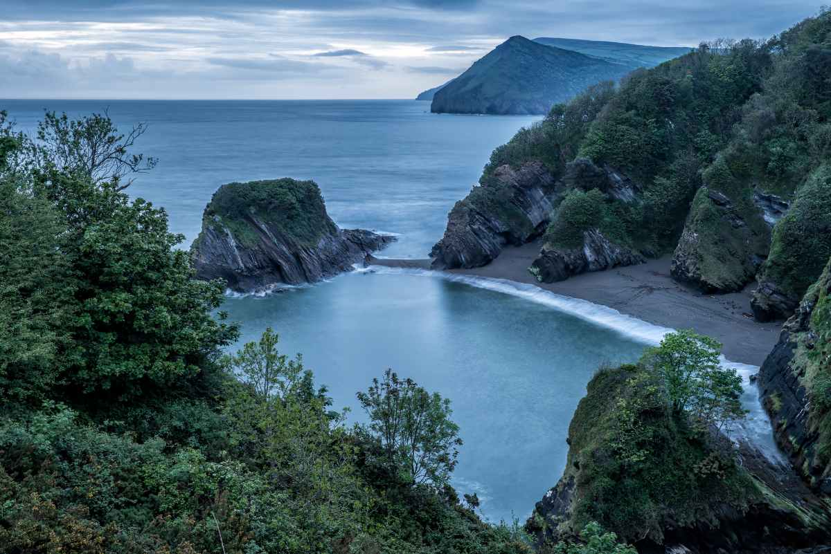 sunrise-at-watermouth-cove-places-to-visit-in-devon